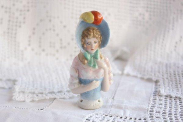 画像1: ハーフドール 帽子の女性 (1)