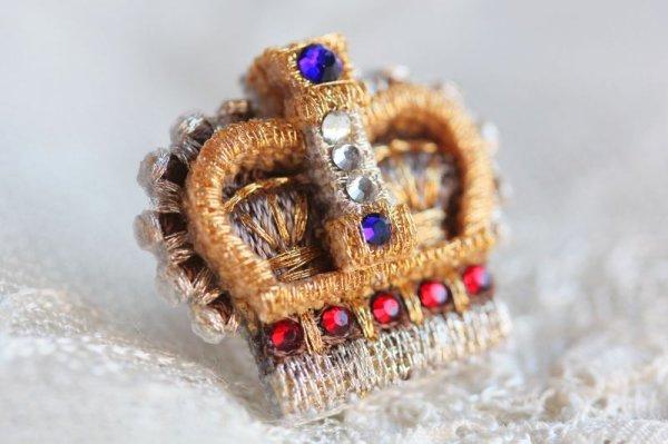 画像1: 王冠のピンブローチ (1)